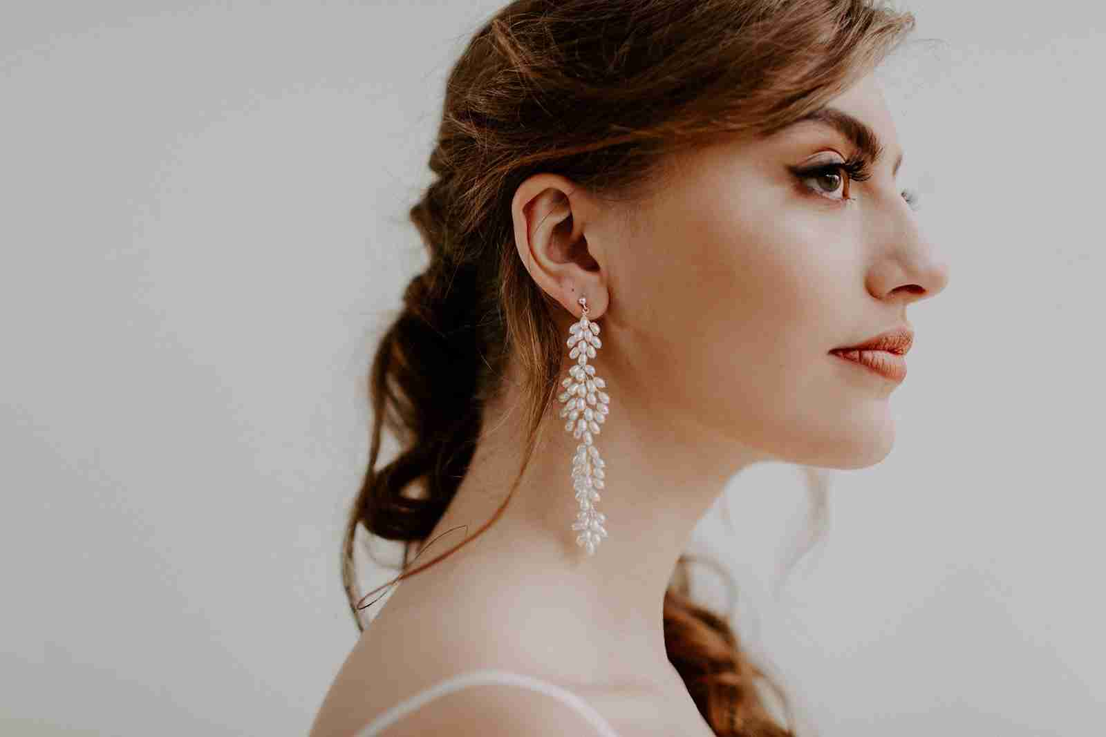 Wedding hair and makeup ideas inspiration from modern, minimalist bride shoot.
